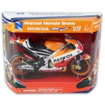 Repsol Honda RCV 213 Red Bull fém versenymotor 1:12