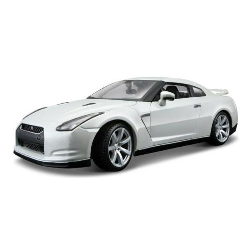 Fém autó Nissan GT-R 2009 R35 fehér 1:18 Bburago