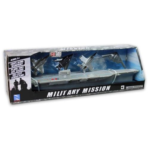 Műanyag katonai anyahajó fém vadászrepülőkkel
